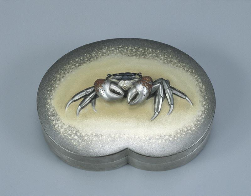 《蟹 盒子》昭和55(1980)年 金・銀・四分一・赤銅・銅 東京国立近代美術館工芸館蔵