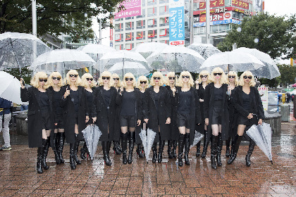 """""""アトミック女子""""が渋谷に襲来 身長170cm以上のブロンド美女軍団が街を騒がせる"""