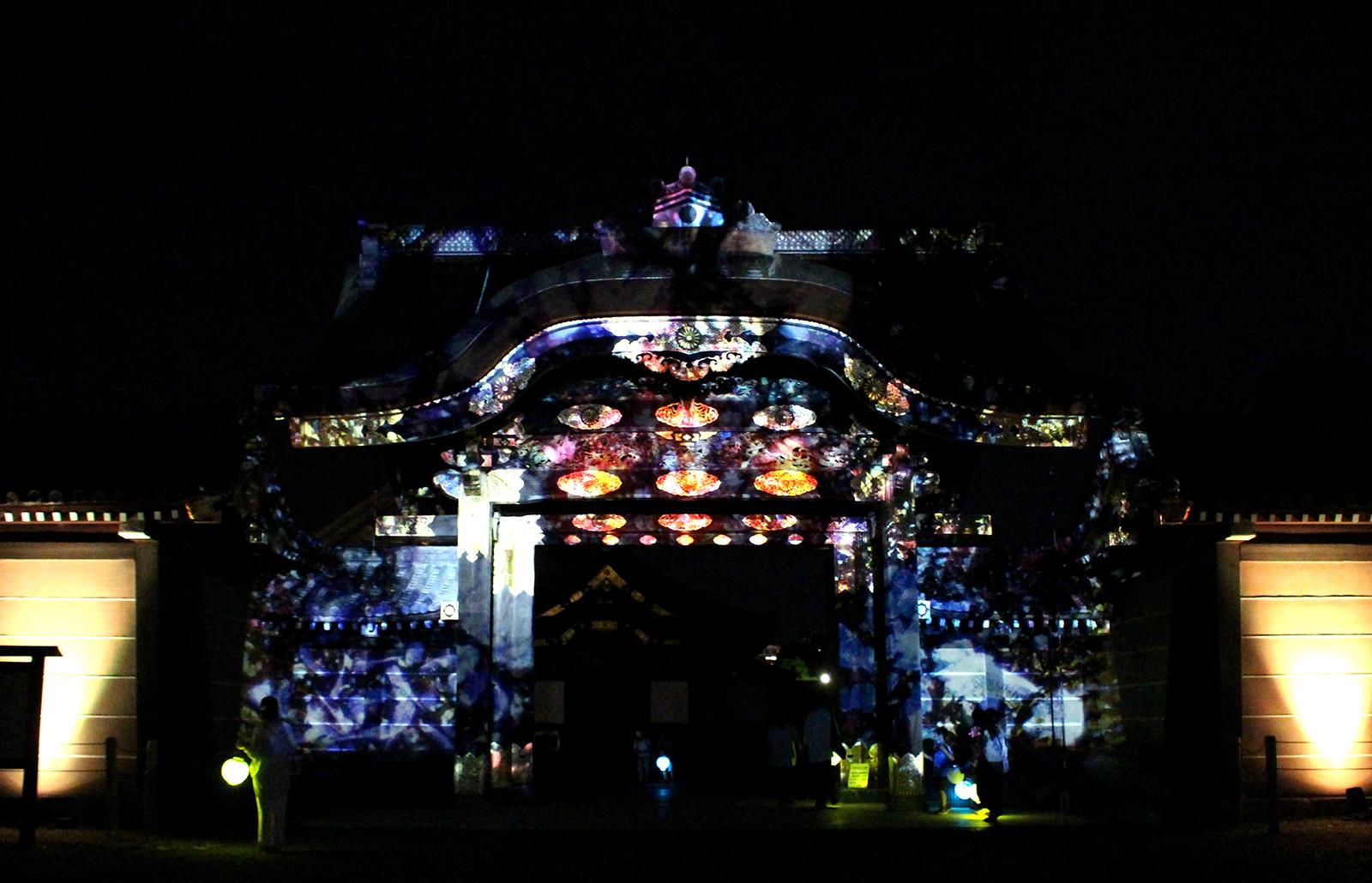 『二条城×ネイキッド 二条城夏まつり2021〜ネイキッド万華鏡花火〜』重要文化財・唐門でのプロジェクションマッピング