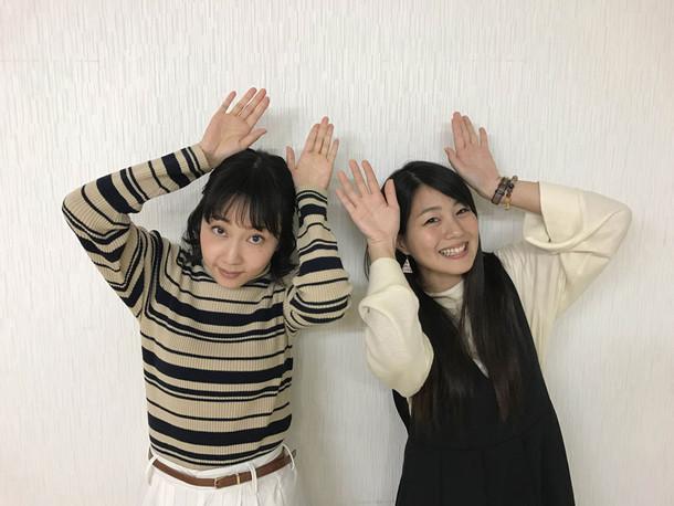 左から木南晴夏、NANAE(Vo)。(写真提供:EPICレコードジャパン)