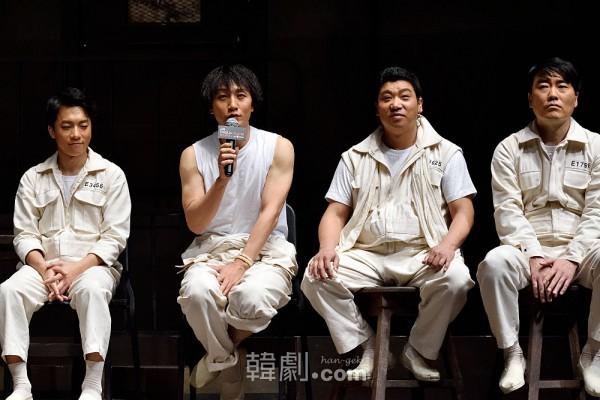 (写真左から)キム・ヨンミン、イ・ソクジュン、ユ・ビョンフン、ユ・ソンジュ