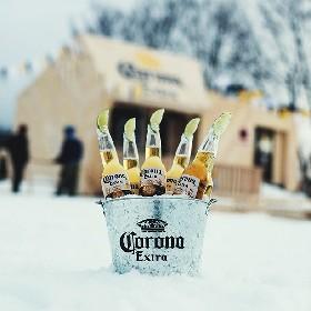 標高1450mの絶景バー誕生!コロナビールで乾杯