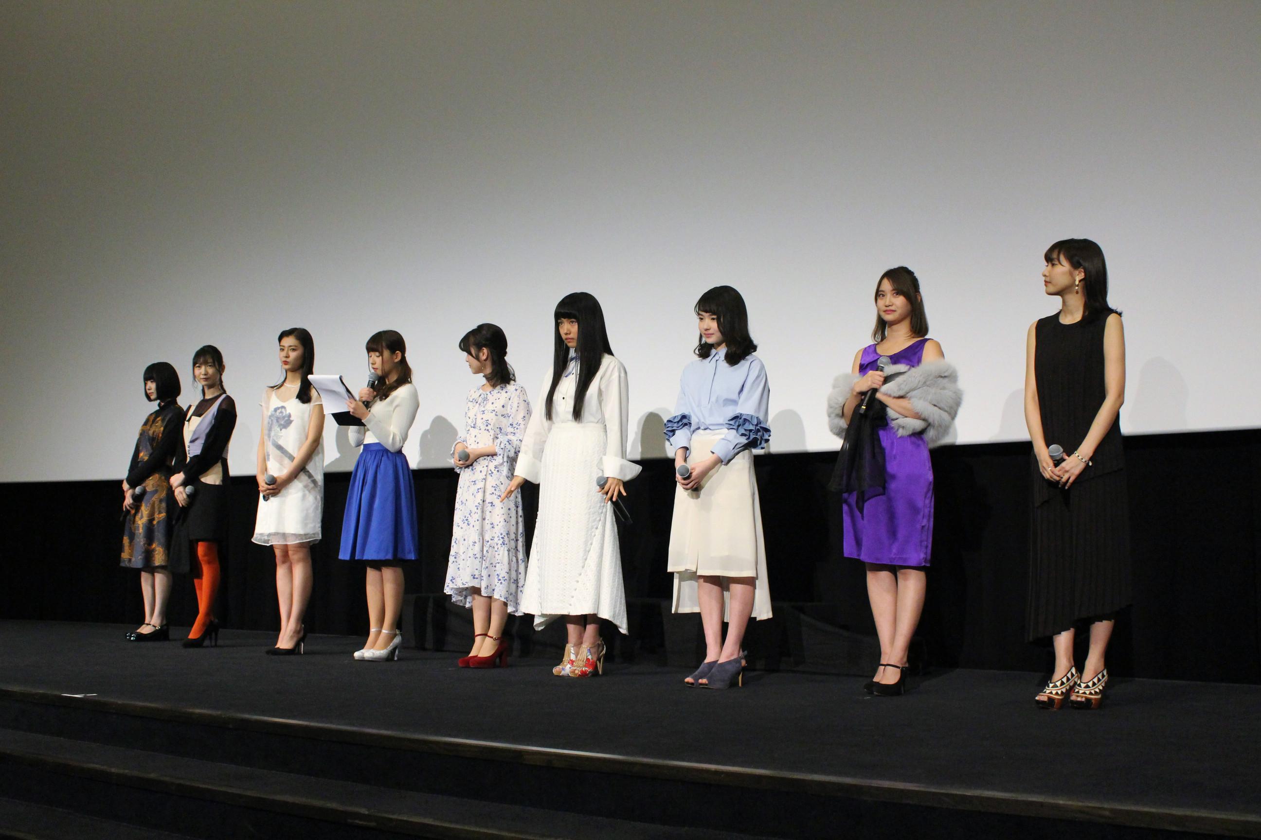 左から、あの、岡本夏美、古畑星夏、浅川梨奈、浜辺美波、廣田あいか、山田杏奈、永尾まりや、佐野ひなこ