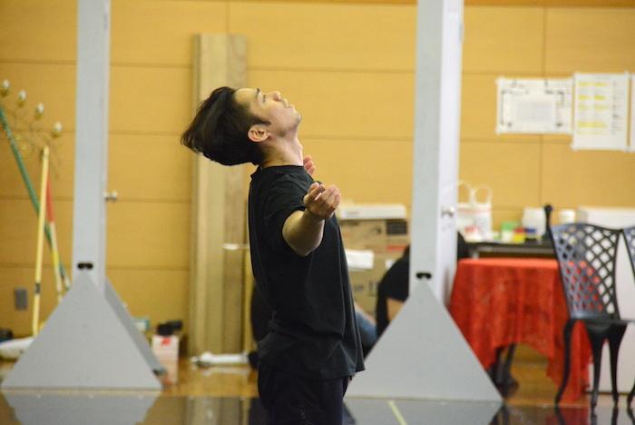 『LOVE ON THE FLOOR』の稽古で踊る高橋大輔