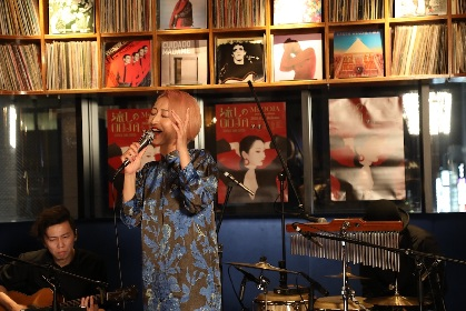 Ms.OOJA、カバーアルバム発売を記念した生配信ライブでツアーの開催を発表