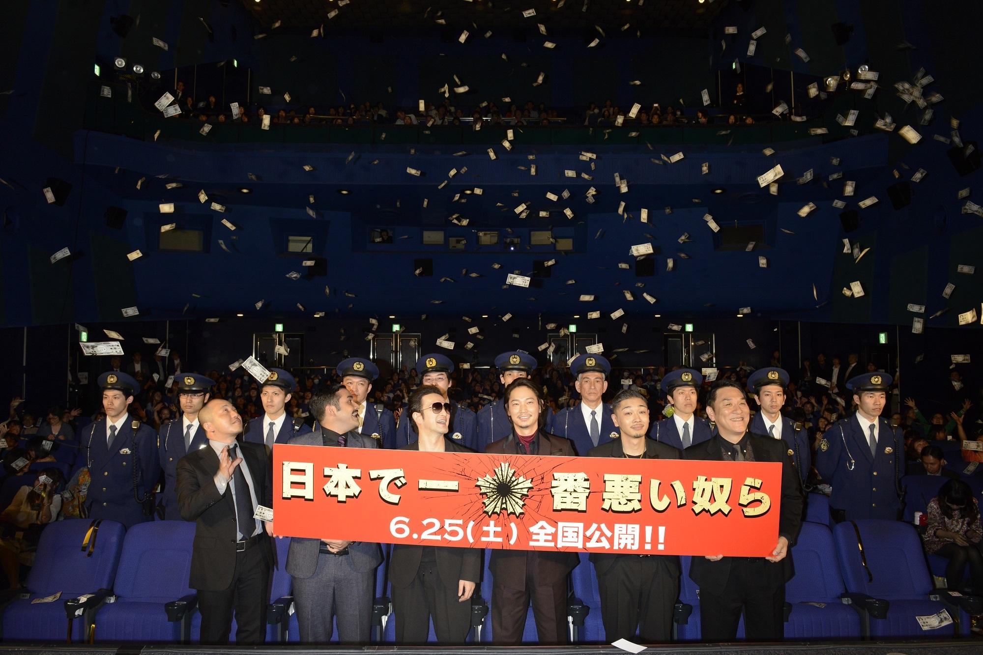 左から 白石和彌監督、植野行雄(デニス)、中村獅童、綾野剛、YOUNG DAIS、ピエール瀧