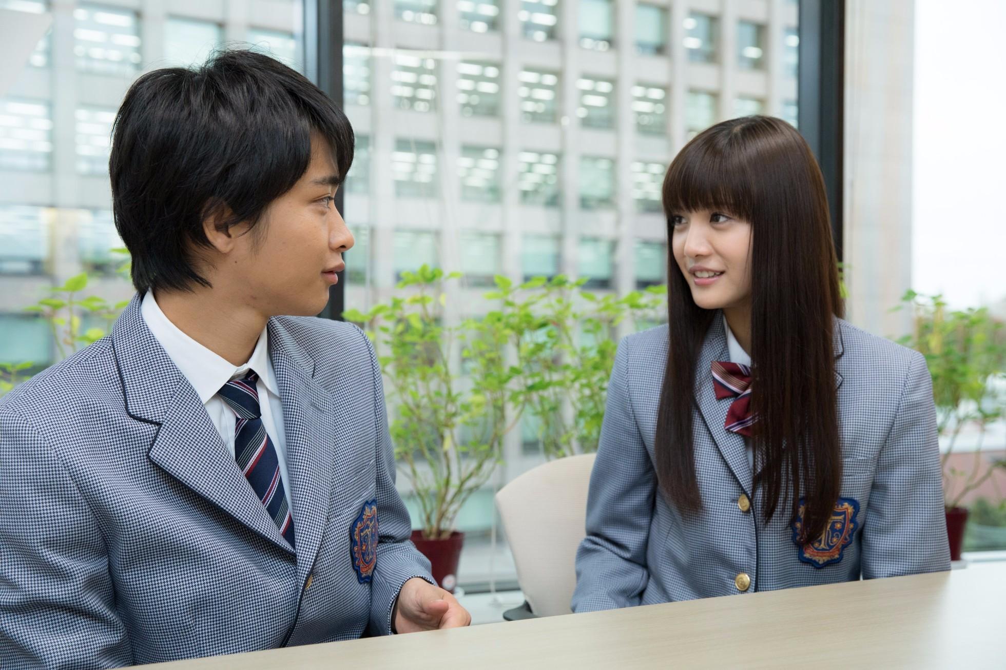 左から、佐藤寛太、美沙玲奈 撮影=岩間辰徳