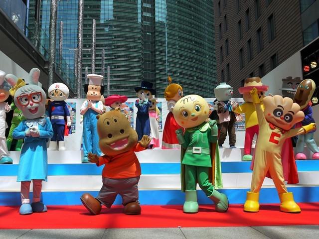 写真左から、みみせんせい、カバお、メロンパンナちゃん、クリームパンダ (C)やなせたかし/フレーベル館・TMS・NTV