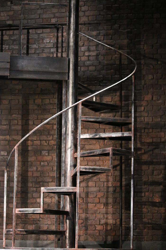 何度となく使われる螺旋階段。まるで人生のようです。