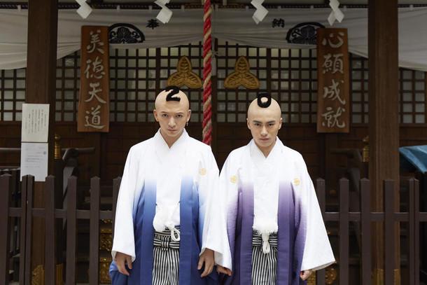 左から小林龍二、泉大智。