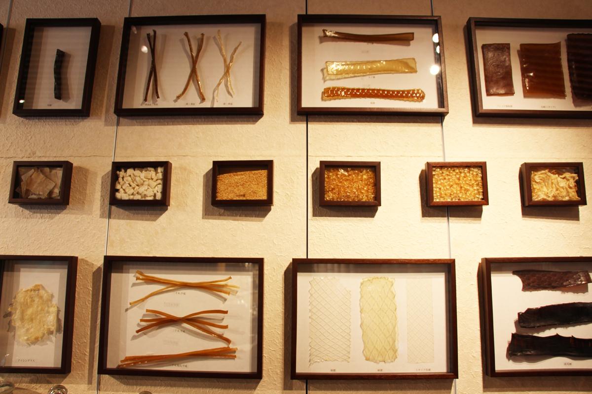 膠・・・動物や魚の皮を原料に作る接着剤。日本画の必須アイテム。