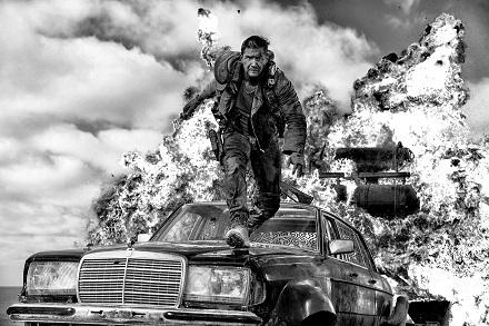 『マッドマックス 怒りのデス・ロード <ブラック&クローム>エディション』 (C)2015 VILLAGE ROADSHOW FILMS (BVI) LIMITED (C)2016 WARNER BROS. ENT. ALL RIGHTS RESERVED