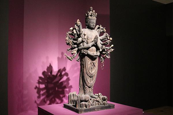「千手観音菩薩立像」(平安時代・10世紀、重要文化財、大報恩寺)