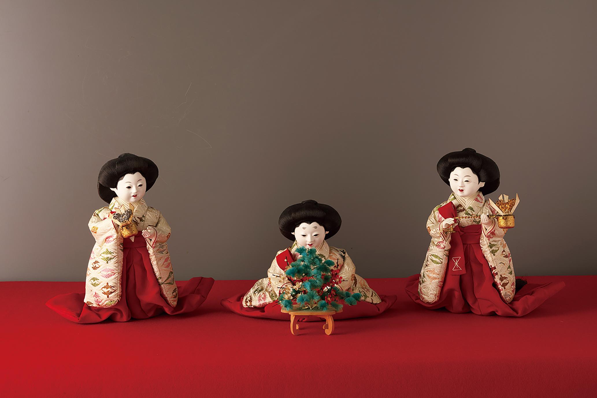 「岩﨑家雛人形」のうち三人官女 五世大木平藏製 昭和初期 静嘉堂文庫美術館蔵 【全期間展示】