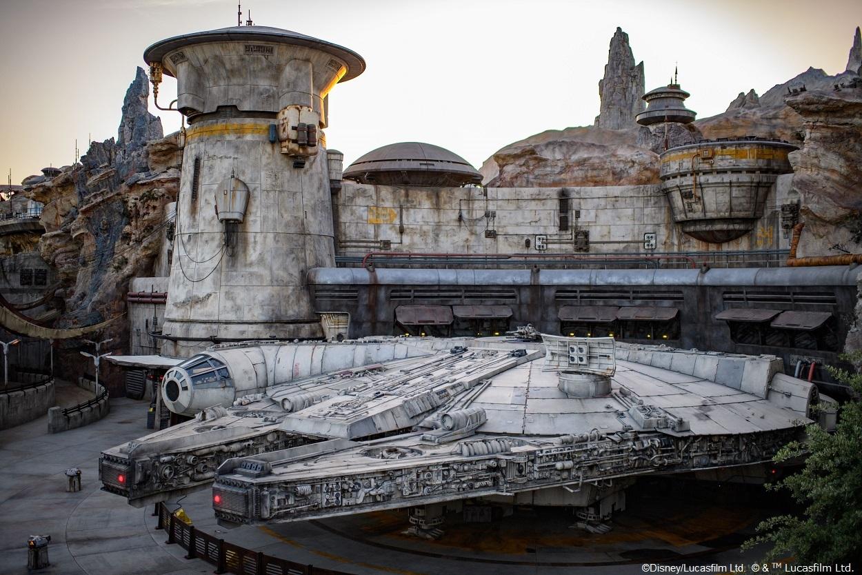 (C)Disney/Lucasfilm Ltd. (C)& TM Lucasfilm Ltd.