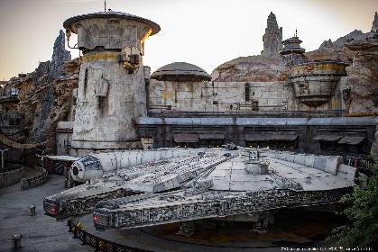 ディズニーランド・パーク史上最大最先端の『スター・ウォーズ:ギャラクシーズ・エッジ』が完成 ルークやハン・ソロらが式典に登場