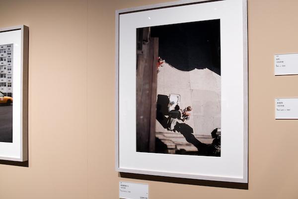 ソール・ライター《高架鉄道から》1955年、発色現像方式印画 (C)Saul Leiter Foundation