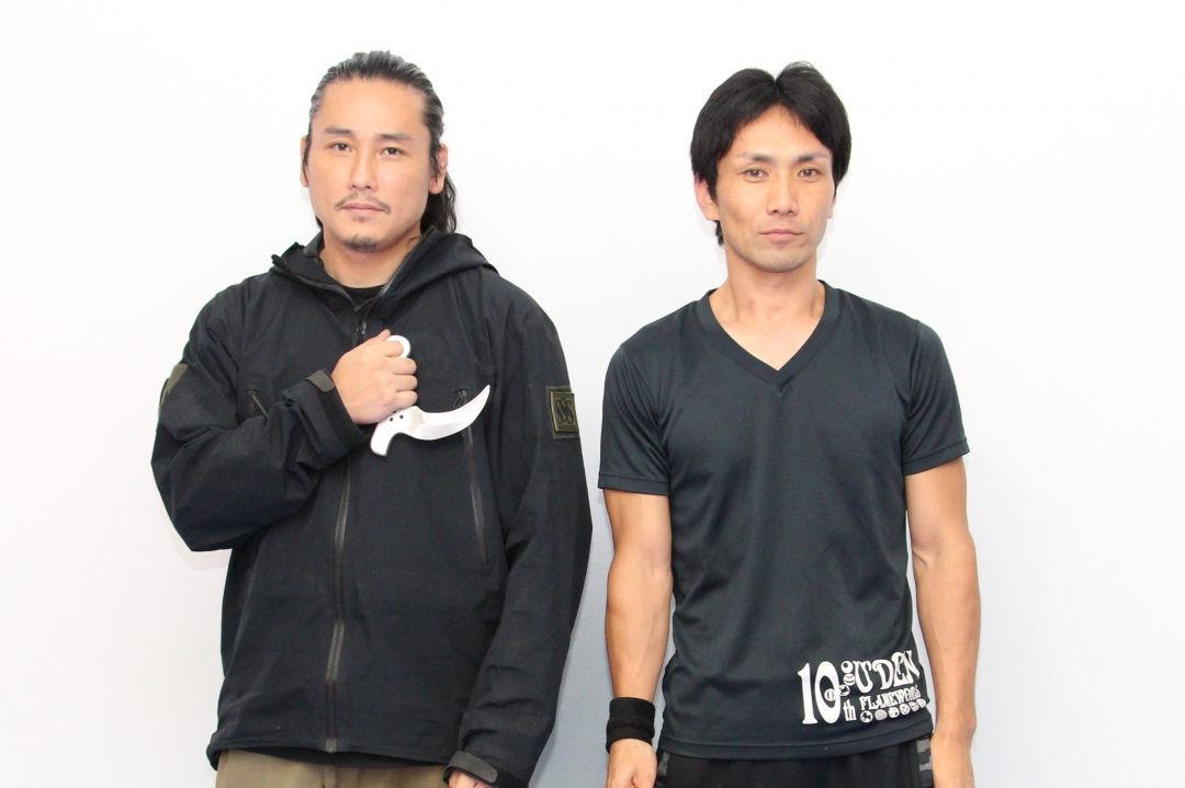 左から、TAK∴(坂口拓)、下村勇二監督