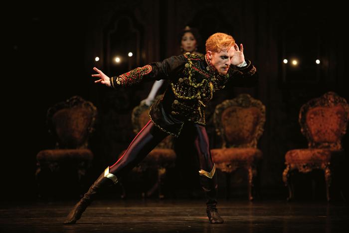 「うたかたの恋」Steven McRae as Crown Prince Rudolf in Kenneth MacMillans production of Mayerling for The Royal Ballet (c)