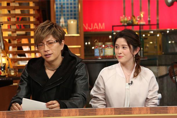 左よりGACKT、宮澤エマ。 (c)テレビ朝日