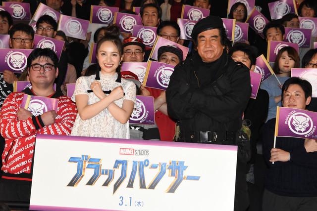映画「ブラックパンサー」日本語吹替版完成披露試写会の様子。左から百田夏菜子(ももいろクローバーZ)、藤岡弘、。
