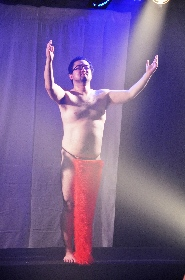 動画メッセージ付き! 男肉 du Soleil団長、初めてのソロダンス
