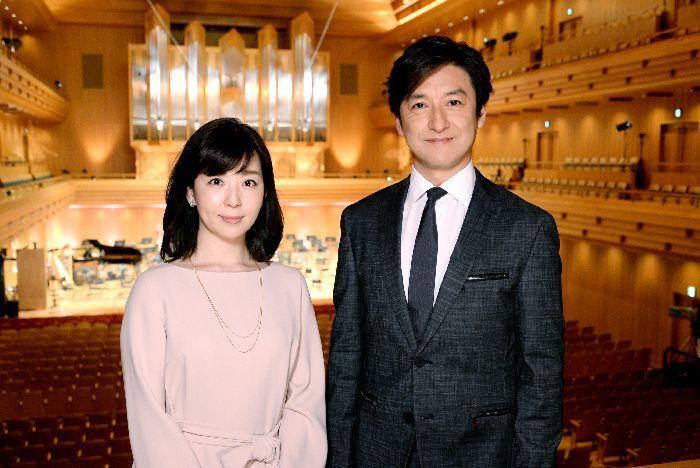 6代目司会者の石丸幹二と松尾由美子アナ。石丸は歌だけでなく、ピアノ、トロンボーン、チェロなど楽器経験も豊富。吹奏楽の回にサックスを演奏したが、アイデアをいろいろ隠し持っているようで、今後が楽しみ。