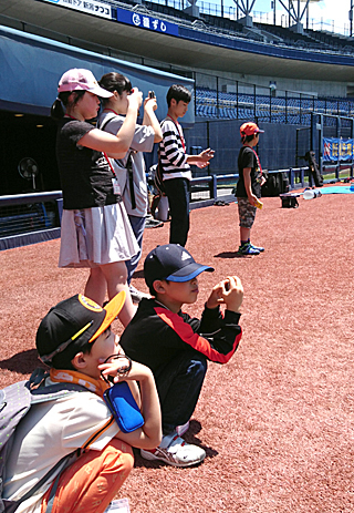 試合前の打撃練習を間近で見学できる「打撃練習見学ツアー」(3日間実施)