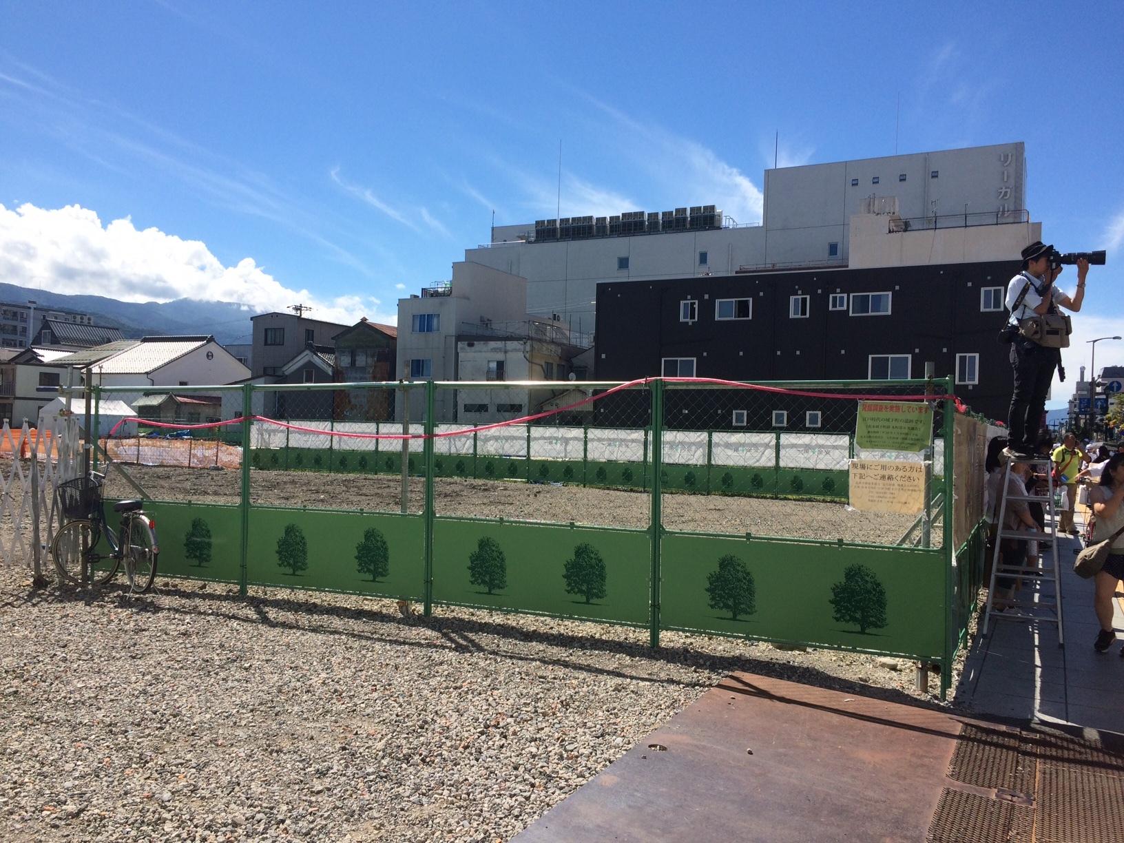 松本公演を行う信濃毎日新聞松本本社建設予定地