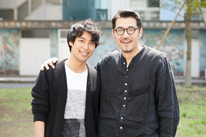 海宝直人(左)×吉原光夫(右)『お月さまへようこそ』 (撮影:岩間辰徳)