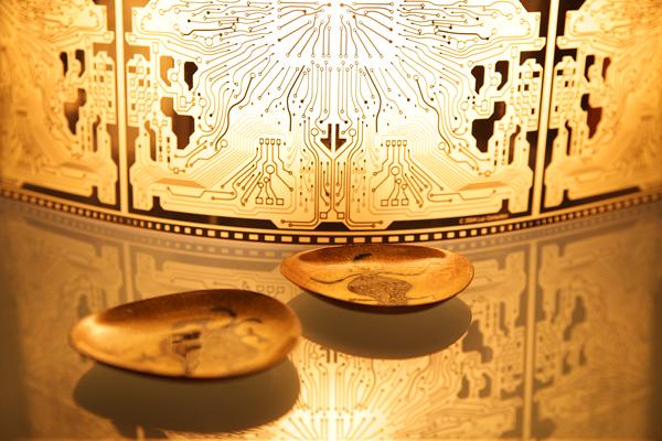 コンピューターの基盤をイメージした珍しい照明。