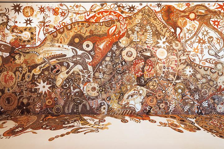 淺井裕介『全ての場所に命が宿る』2015 『未見の星座〈コンステレーション〉』展(東京都現代美術館、2015年) Photo: Ken Kato, ©Yusuke Asai, courtesy of ARATANIURANO