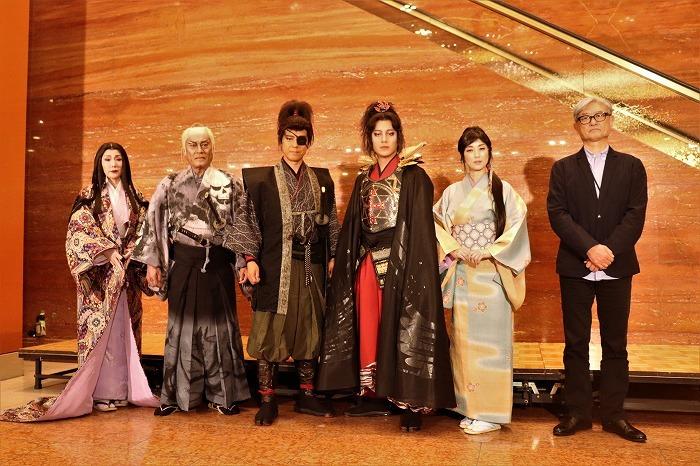 (左から)浅野ゆう子、松平健、上川隆也、溝端淳平、高岡早紀、堤幸彦