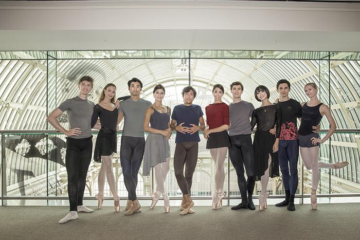 「輝く英国ロイヤルバレエのスター達」出演者集合写真 (C)Andreuspenski