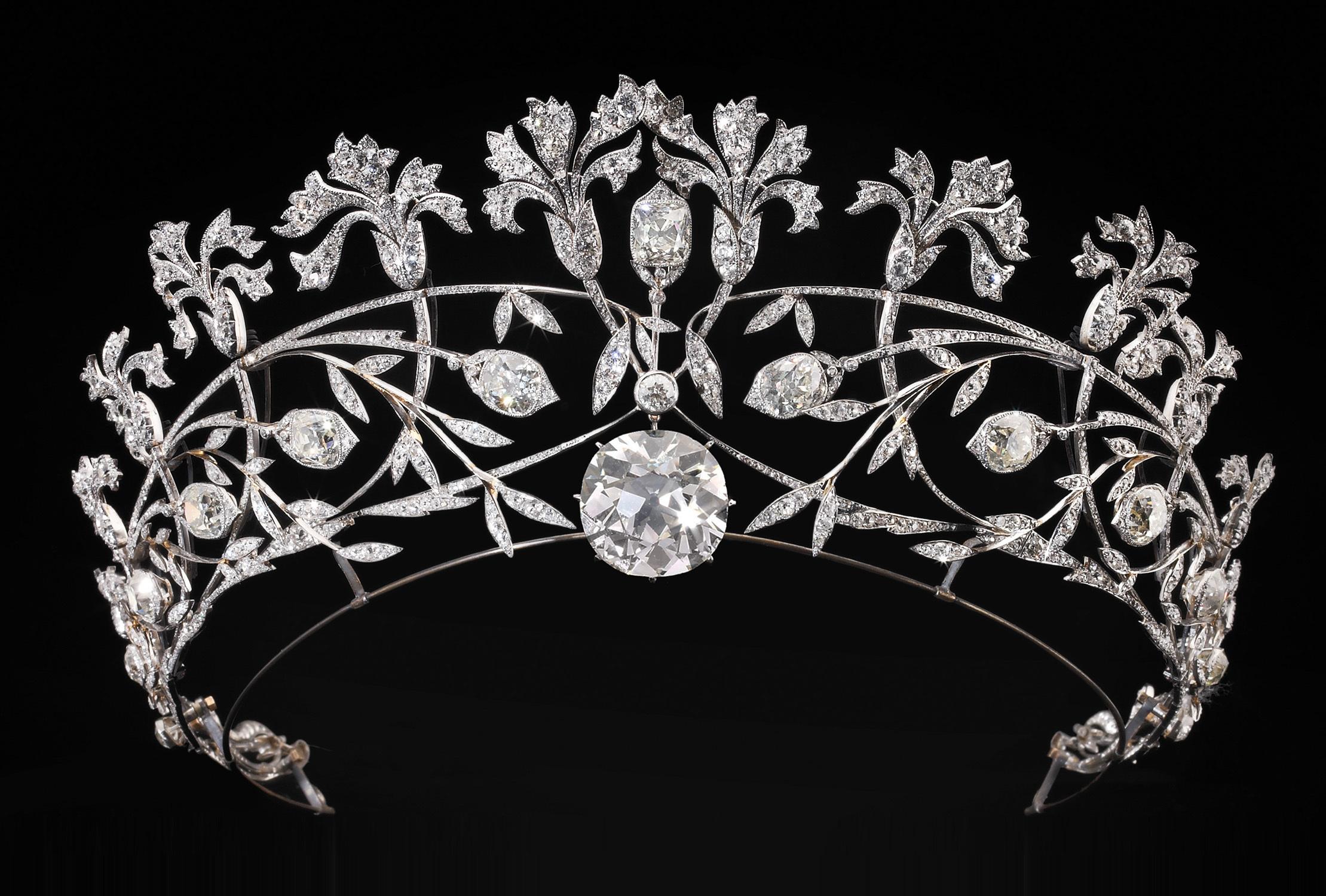 ジョゼフ・ショーメ 《カーネーションのティアラ》 1907年 プラチナ、ダイヤモンド 個人蔵 (C) Courtesy of Albion Art Jewellery Institute