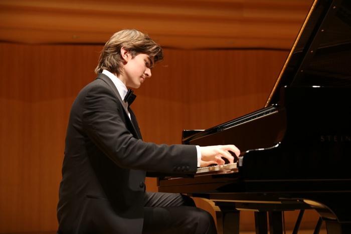 ダニール・ハリトーノフ (ピアノ)
