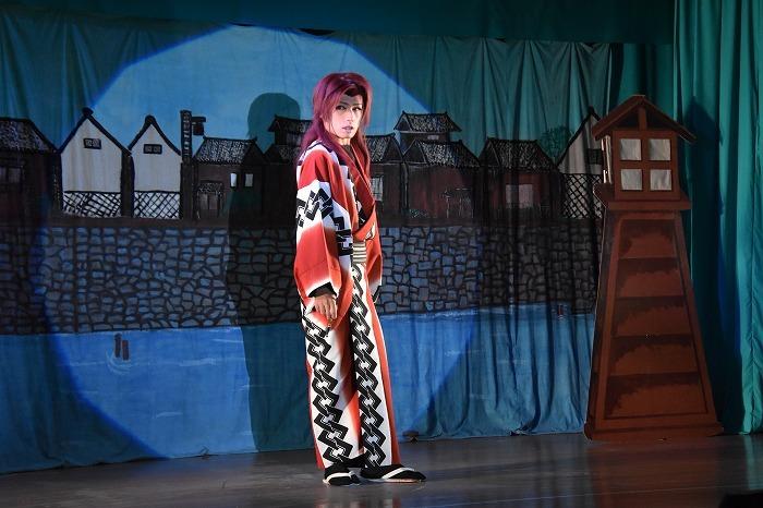 芝居中盤、三代目座長・山口英二朗さんが、隠密役で颯爽と現れると拍手が起きた。