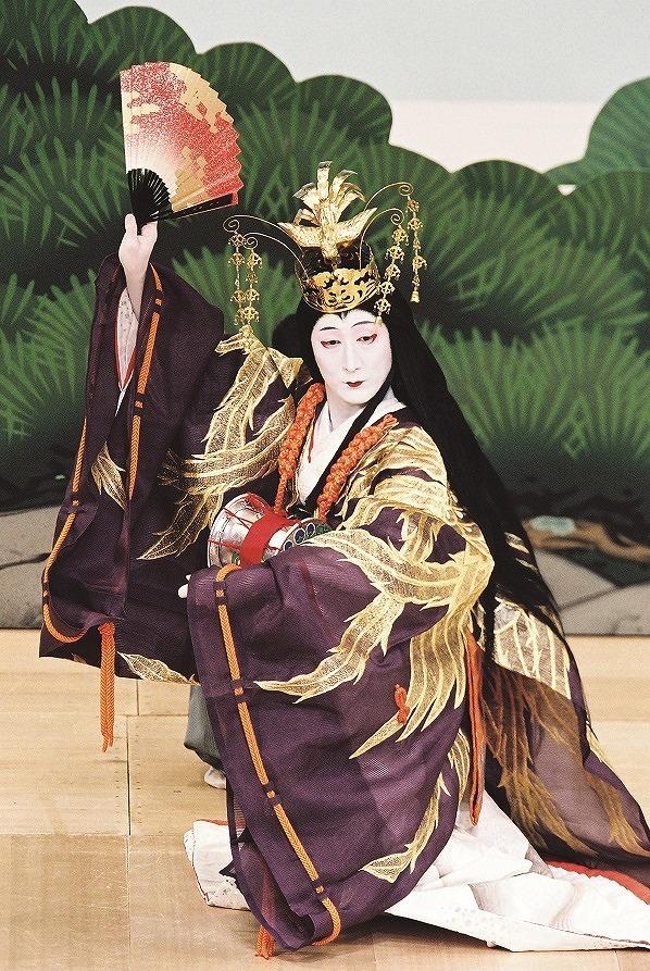 『松廼羽衣』中村時蔵の天女  (C)松竹