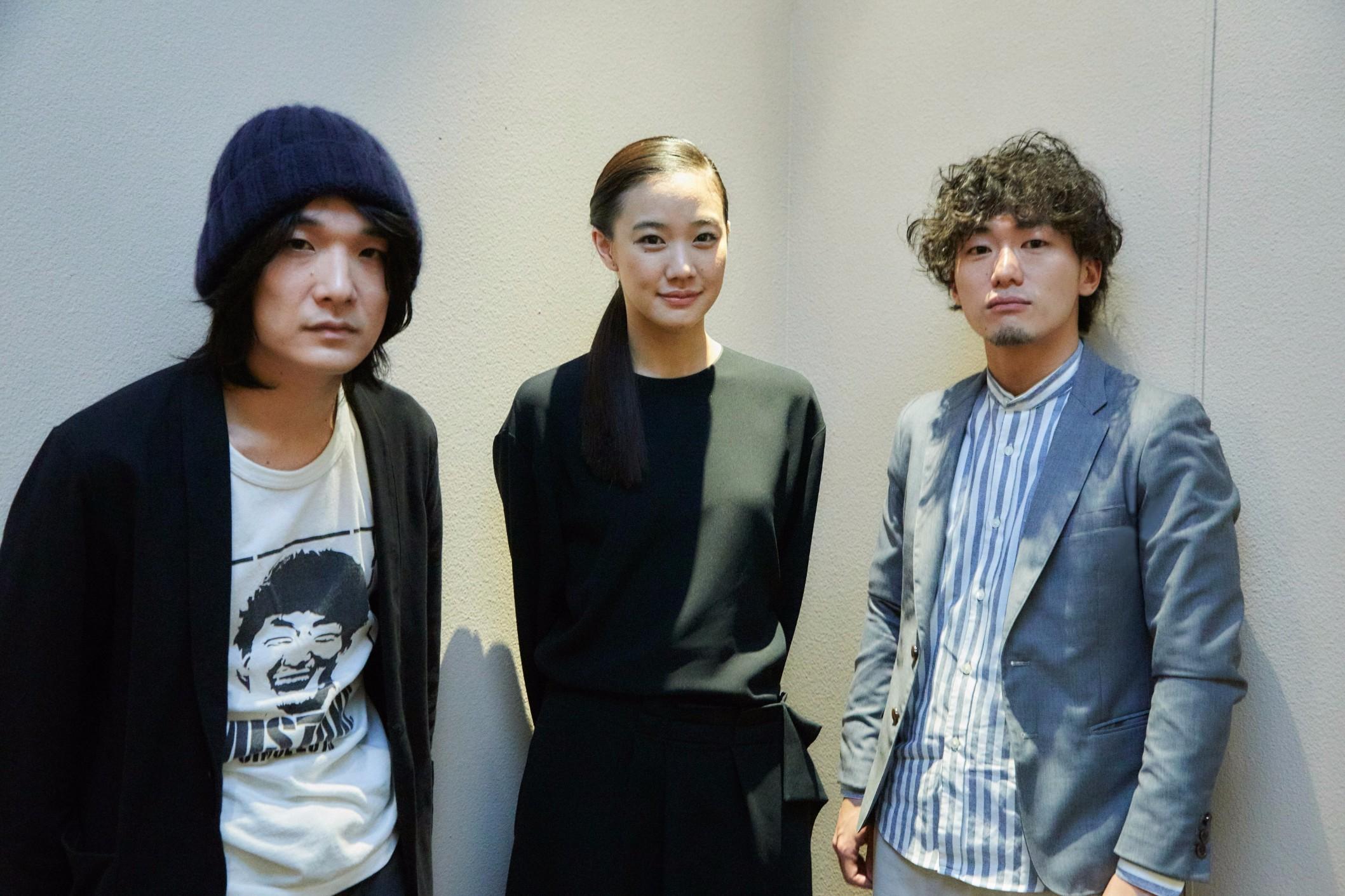 左から、石崎ひゅーい、蒼井優、松居大悟監督 撮影=岩間辰徳