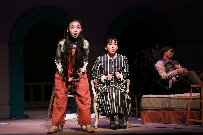 クラッシャー女中』左:趣里、中央:麻生久美子、奥:田村健太郎 撮影:宮川舞子
