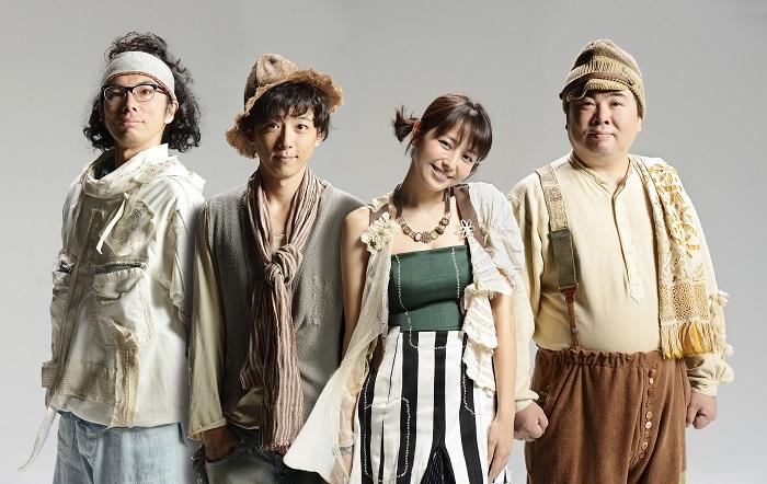 (左から)片桐仁、高橋一生、長澤まさみ、塚地武雅 (C)2013 M&O plays.All Rights Reserved.