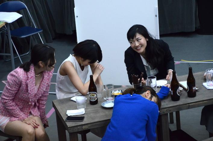 舞台『野良女』公開稽古の様子。左奥から沢井美優、佐津川愛美、深谷美步、手前中央は菊地美香