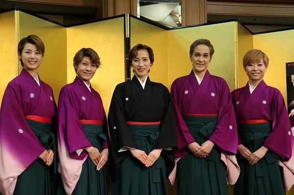OSK日本歌劇団(左から)悠浦あやと、楊琳、高世麻央、桐生麻耶、真麻里都