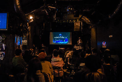 写真家・石井麻木がスライド写真展ライブツアー『石井麻木スライド写真展ライブハウスツアー2020』で示した音楽への思い