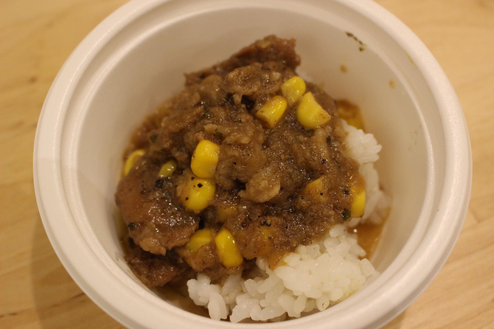 サケトメシ「肉食系に贈る!熟成牛肩ロースとコーンのガリバタスパイスカリー」