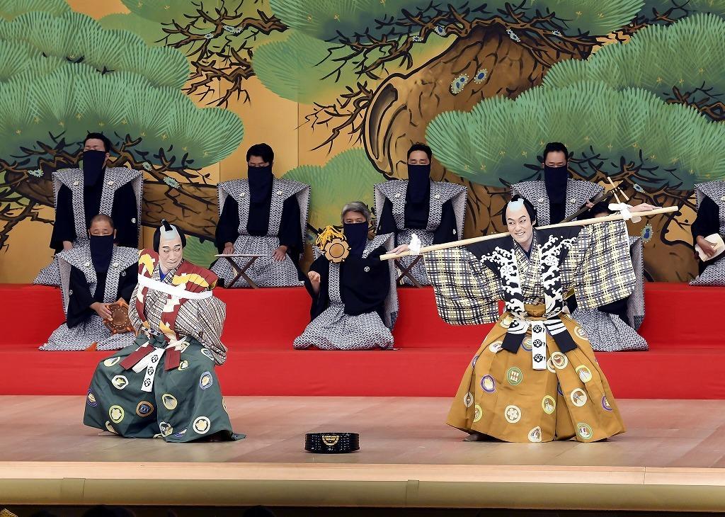 『棒しばり』(右より)次郎冠者=中村勘九郎、太郎冠者=坂東巳之助 (C)松竹
