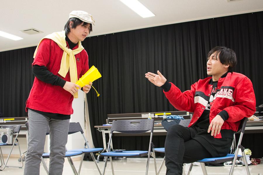(左から)矢部亮、ゲッツ ※矢部は演出の他、監督役で舞台にも登場