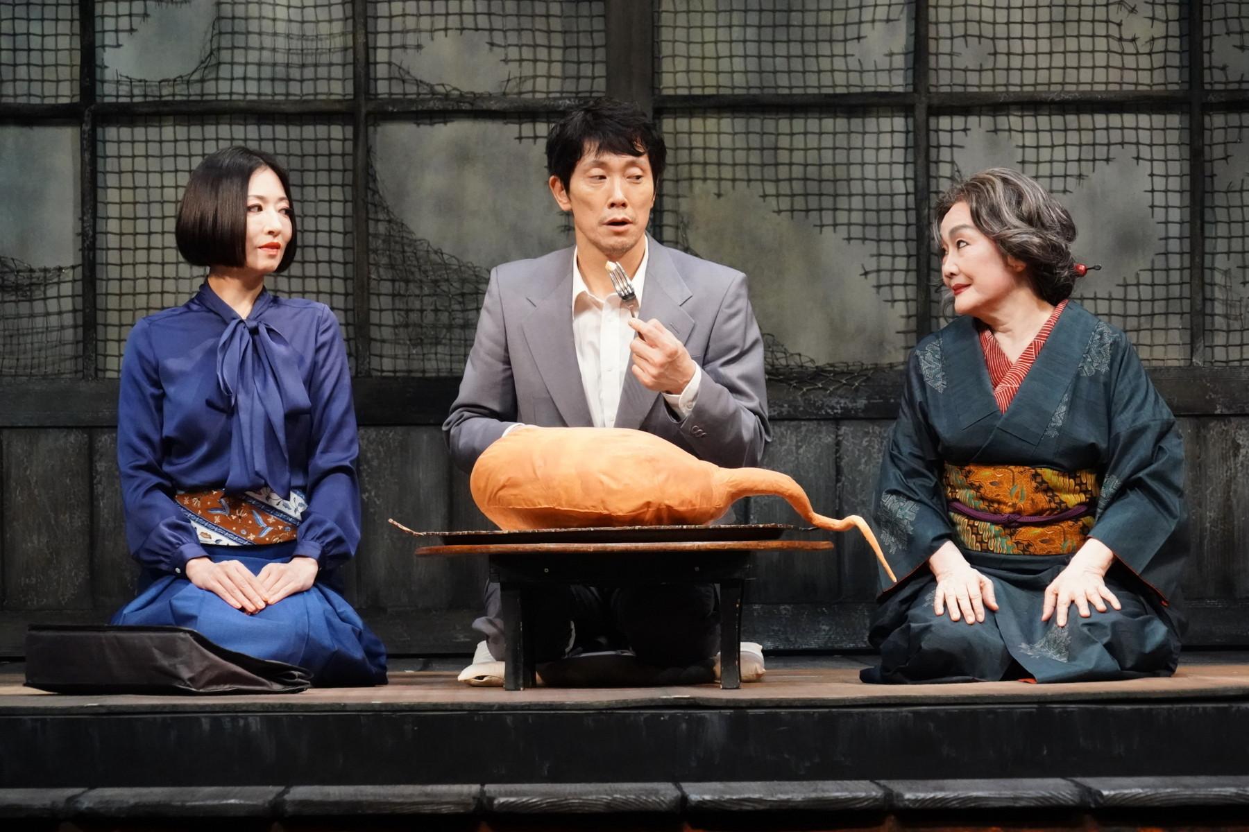 左から 松雪泰子、佐々木蔵之介、白石加代子 撮影:田中亜紀