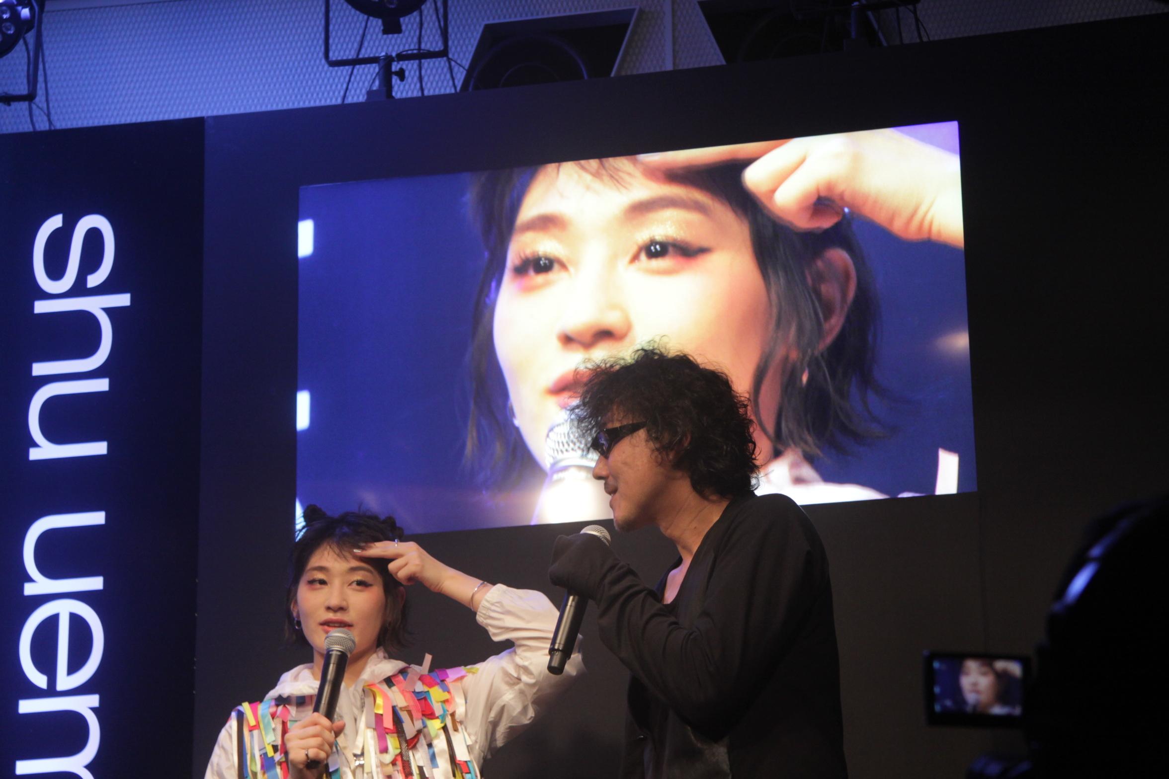コムアイ(左)と淺野裕司(右)