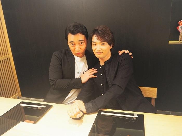 写真左から 斉藤慎二(ジャングルポケット)井上芳雄